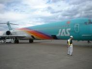 写真:JAL機が給油ちう。
